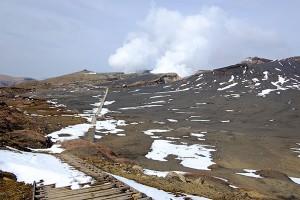 砂千里ヶ浜の山稜からの阿蘇火口噴煙
