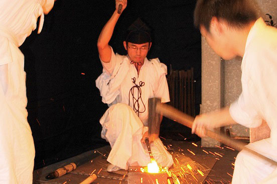 大太刀「蛍丸」の奉納鍛錬