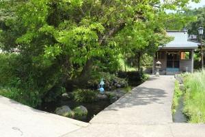 地震の影響がない水源と岩下水神社[池の川水源]