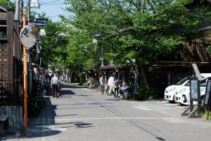 熊本地震後、GW期間中の阿蘇神社門前町