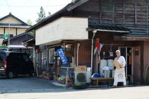 熊本地震後、営業中の商店「たしろや」