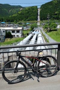 黒川第一発電所の水管[国道57号線]