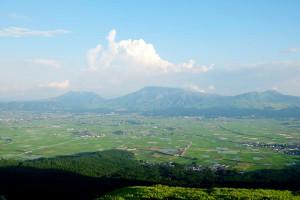 阿蘇五岳と阿蘇市[撮影:大観峰]