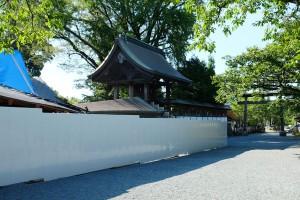 門前町通りの観光客[阿蘇神社・境内北]