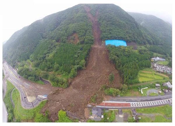 6月20日豪雨土砂崩れ【国道57号線・阿蘇口交差点】