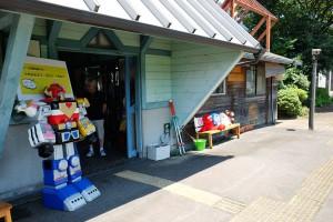 おもちゃカフェ併設の駅舎[中松駅・南阿蘇鉄道]
