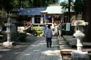 修復された灯籠[白川吉見神社・地震後7月31日]