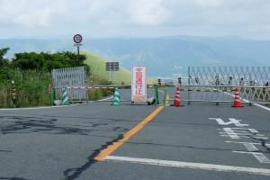 米塚への阿蘇パノラマラインは通行止め