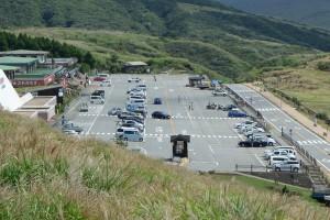 地震復旧した草千里駐車場〈9月16日〉
