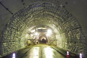俵山トンネル復旧工事(覆工配筋完了)