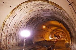 南阿蘇トンネル復旧工事(トンネル内の変状確認)