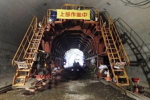俵山トンネル復旧工事(覆工コンクリートセントル配置)
