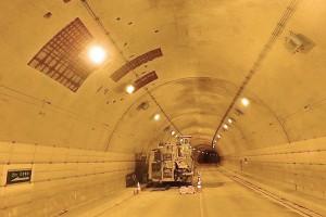 南阿蘇トンネル復旧工事(覆工コンクリート修復箇所はつり完了)