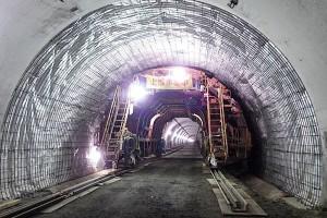 俵山トンネル復旧工事(覆工コンクリート用セントルのセット)