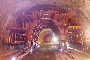 南阿蘇トンネル復旧工事(セントル組立)