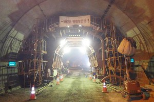 南阿蘇トンネル復旧工事(セントルセット)