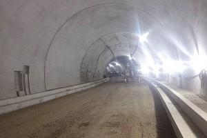 俵山トンネル復旧工事(舗装復旧)