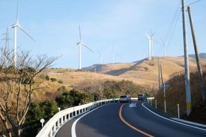 俵山峠越えルートと風力発電群