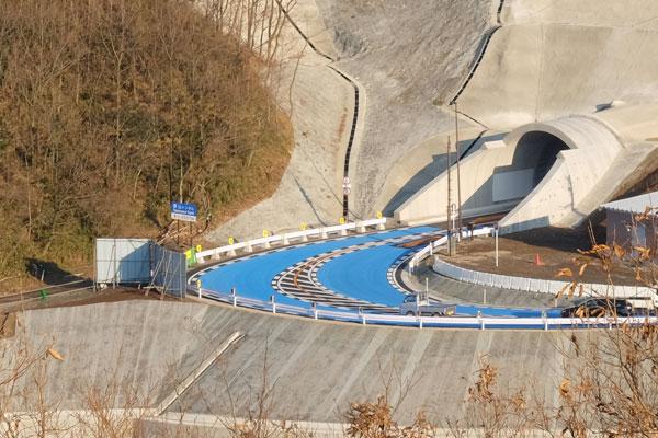 俵山トンネル西原村入口の急カーブ[俵山トンネル迂回路]