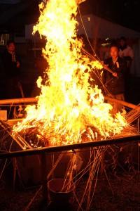 燃やされる護摩木[節分祭・阿蘇神社]