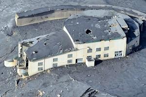 噴火で損壊激しい『ロープウェイ火口西駅』[阿蘇ロープウェイ]