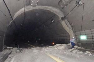 震災で損傷した俵山トンネル[県道28号線・俵山トンネルルート]