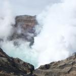 地震噴火前の阿蘇中岳火口[阿蘇山]