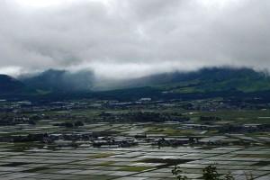 雨模様の阿蘇市と阿蘇五岳